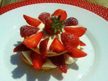 Placuszki jogurtowe z tahini i truskawkami