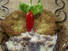 Placuszki z brokuła z sosem grzybowym