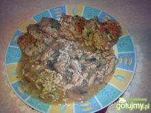 Placuszki z kaszy jęcz. z sosem mięsnym
