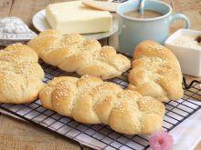Plecione bułki z mąką owsianą i sezamem