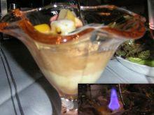 Płonące lody z owocami