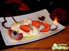 Płonący deser lodowy na Walentynki