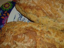 Podwójnie sezamowy chlebek na maślance i drożdżach