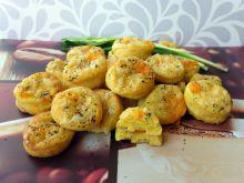 Pogacze twarogowe z żółtym serem