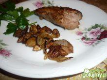 Polędwiczka z cebulką i grzybami