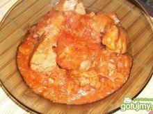 Polędwiczki wieprzowe w czerwonym sosie.