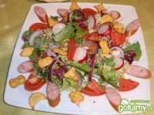 Półmisek sałaty z krakersami