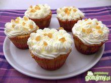 Pomarańczowe muffinki z bitą śmietaną