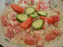 Pomidor i ogórek w sosie czosnkowym
