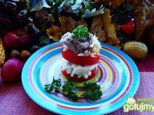 Pomidor pod mięsno jajeczną pierzyną