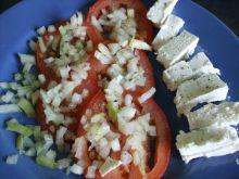 Pomidor z Fetą i cebulą