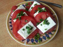 Pomidor z fetą i szczypiorem