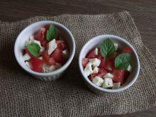 Pomidorki z mozzarellą i kolorowym pieprzem