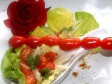 Pomidorki z różanym dresingiem
