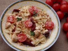 Pomidorowa sałatka makaronowa z kurczakiem