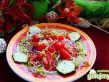 Pomidorowa sałatka z kiełkami rzodkiewki
