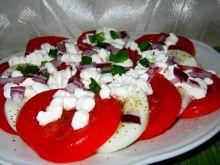 Pomidorowa sałatka z twarożkiem