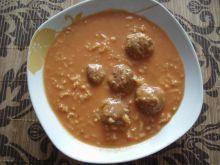 Pomidorowa z ryżem i pulpetami