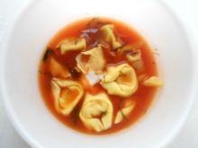 Pomidorowa z tortellini serowym