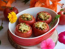 Pomidory faszerowane pęczakiem, rukolą i oliwkami