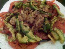 Pomidory z avocado i bobem