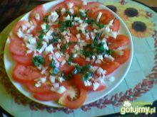 Pomidory z cebulą i szczypiorem