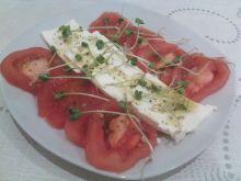 Pomidory z fetą i kiełkami