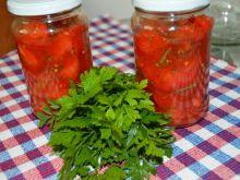Pomidory ze słodką papryką i bazylią na zimę