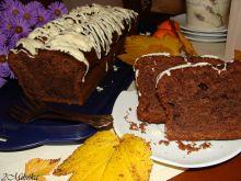 Porzeczkowe ciasto z białą polewą