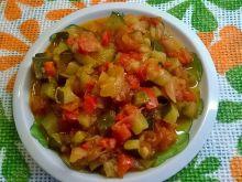 Potrawka warzywna z papryki, cukinii i pomidora
