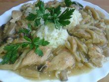 Potrawka z kurczaka, fasolki, pieczarek z ryżem