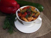Potrawka z kurczaka z warzywami i fasolą