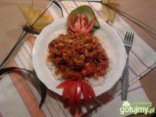 Potrawka z pieczonego mięsa w warzywach