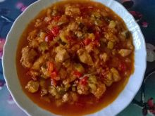 Potrawka z piersi z cukinią, marchewką i papryką