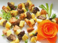 Prawie yakitori z wątróbek, piersi i jabłek