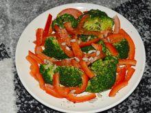 Prosta sałatka brokułowa z olejem lnianym