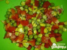 Prosta sałatka kolorowa z papryki
