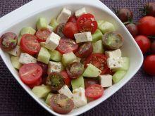 Prosta sałatka pomidorowo-ogórkowa