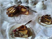 Proste ucierane ciasto z jabłkiem i winogronem