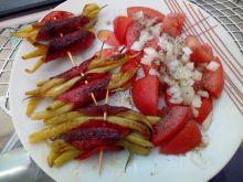 Przekąska z fasolki i salami