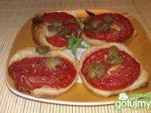 Przekąska z pomidorem i oliwkami