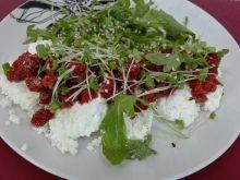 Przekąska z twarogu i suszonych pomidorów
