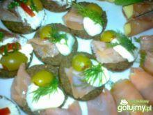 Przekąski z łososiem i mozzarellą