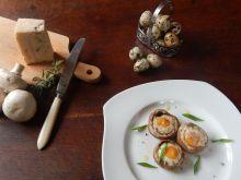 Przepiórcze jaja na pieczarkach