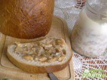 Przysmak ze skwarkami i cebulką