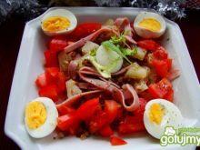 Przystawka z jajkiem, kaszą i szynką