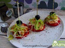 Przystawka z pomidora i sera wędzonego