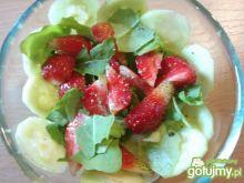 Przystawka z truskawką i ogórkiem