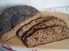 Pszenno-żytni chleb na zakwasie z buraczkiem