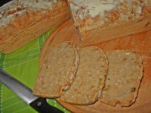Pszenny chleb na zakwasie z kalarepką i cebulą